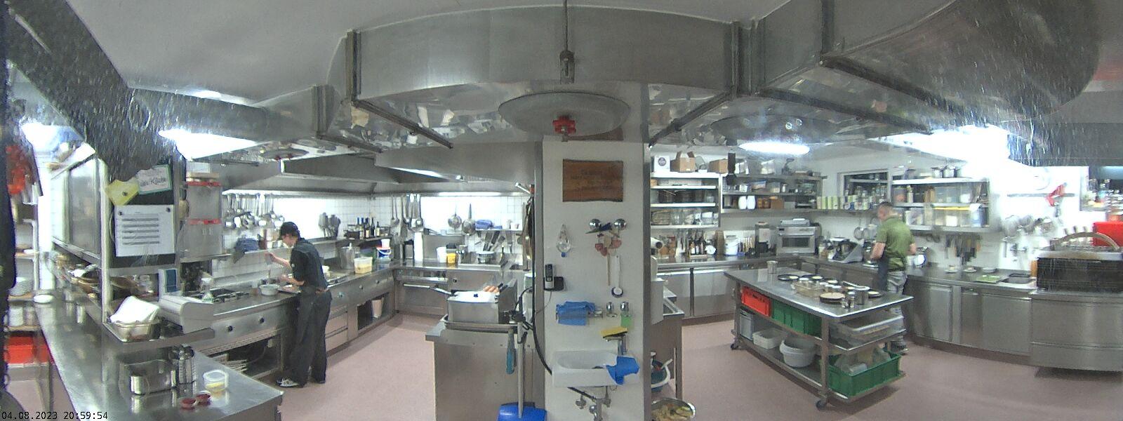 Blick in die Küche des Genusshotels Walserstuba