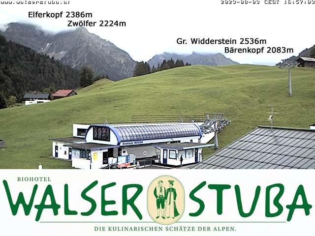 Blick auf die Talstation Parsenn, im Hintergrund Elfer/Zwoelfer, Widderstein, Heuberg/Walmendingerhorn und Ifen
